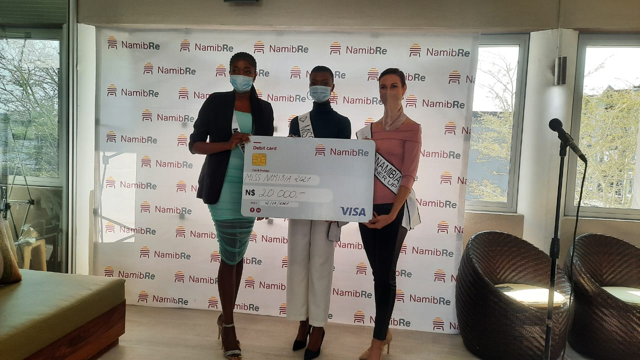 NamibRe hands over cash to Miss Namibia winners